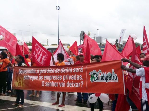 Segundo a PM, cerca de 50 pessoas participam do protesto; organização diz 200 (Foto: Rafael Teles/G1)