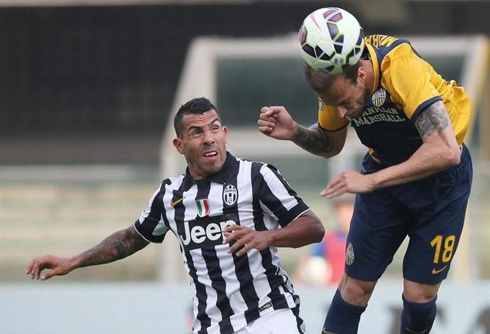 Tevez passa em branco no empate em 2 a 2 contra o Verona (Foto: EFE)