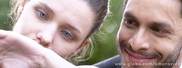 Os dois interagem impressionantemente (Foto: Amor à Vida / TV Globo)
