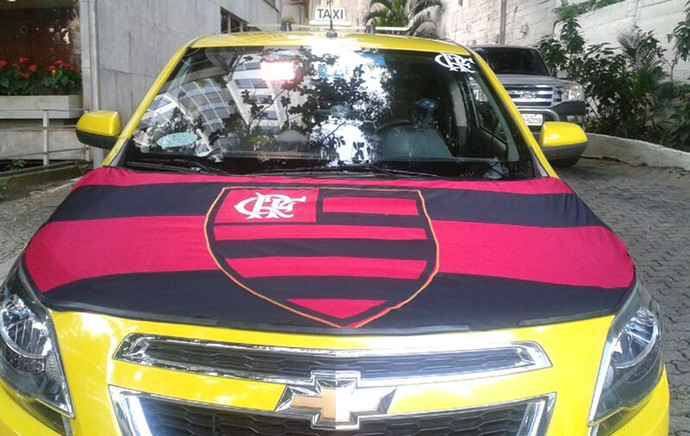 taxi do Flamengo bandeira final Copa do Brasil (Foto: Janir Junior)