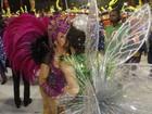 Susana Vieira e Christiane Torloni  dão beijo na boca em desfile na Sapucaí