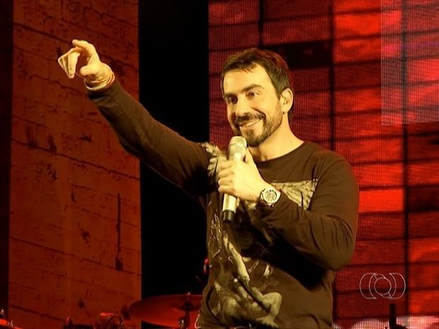 Padre Fábio de Melo se apresentou na terceira noite do Palmas Capital da Fé (Foto: Reprodução/TV Anhanguera)