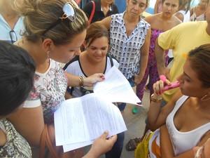 Por conta de atraso na aplicação de concurso, candidatos chegaram a ter acesso à prova e gabaritos de concorrentes (Foto: Catarina Costa/G1)