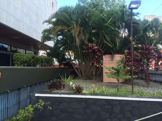 Apenas serviços administrativos continuam a ser realizados no local (Foto: Juliana Almirante/G1)