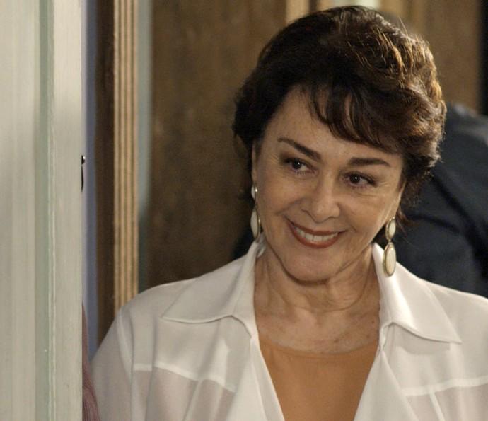 Dona Mocinha fica toda feliz com o convite do japonês (Foto: TV Globo)
