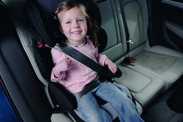Criança em cadeirinha para carro (Foto: Shutterstock)
