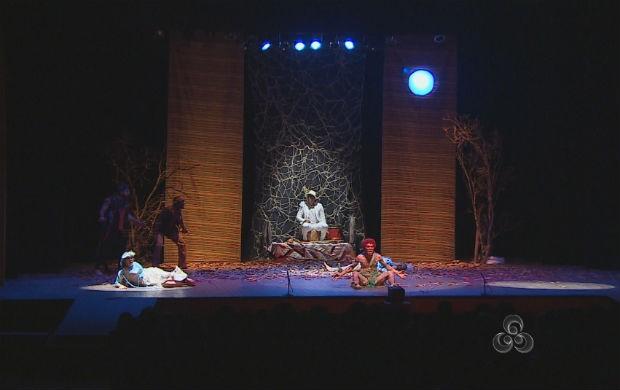 Apresentação no teatro das Bacabeiras (Foto: Reprodução/TV Amapá)