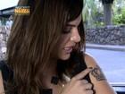 Feliz com Charlene, Mayana Neiva exibe piercing e tatuagem da personagem