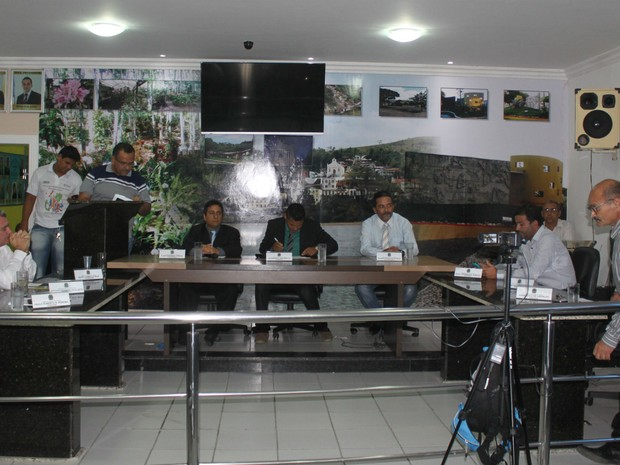 Vereadores decidiram pela cassação do mandato do prefeito de Itapebi, na Bahia (Foto: Itapebiacontece.com / Arnaldo Alves)
