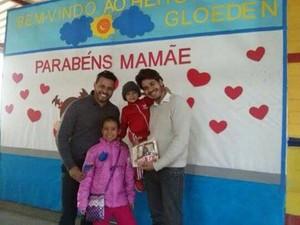 Fernanda e Gabriel também comemoraram Dia das Mães duplo em escola de Poá (Foto: Ricardo Reis/ Arquivo Pessoal)