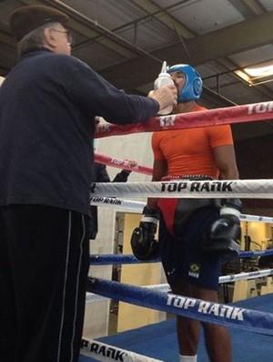 Esquiva Falcão, treino, Las Vegas (Foto: Reprodução/Facebook)