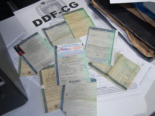 Grupo supostamente falsificava documentos para conseguir o financiamento e em seguida revendia os veículos (Foto: Diogo Almeida/G1-PB)