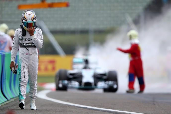 Lewis Hamilton carro pega fogo treino GP da Hungria (Foto: Getty Images)