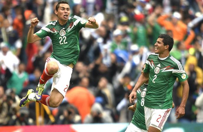Paul Aguilar comemora gol do México contra a Nova Zelândia (Foto: Agência AFP)
