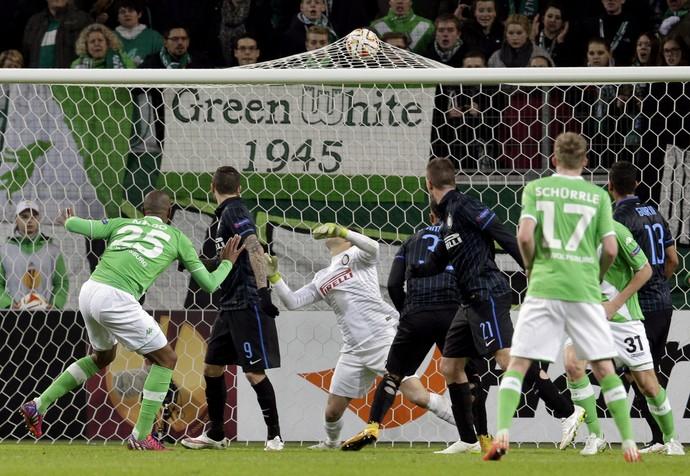 Naldo Wolfsburg x Inter (Foto: AP)