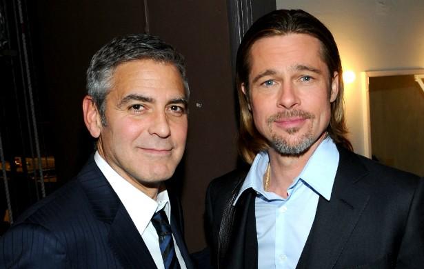 Não é sempre que sobra tempo para George Clooney (à esq.) e Brad Pitt se verem. Ainda assim, os dois atores são muito unidos, sempre que podem dão umas voltas de moto juntos. (Foto: Getty Images)
