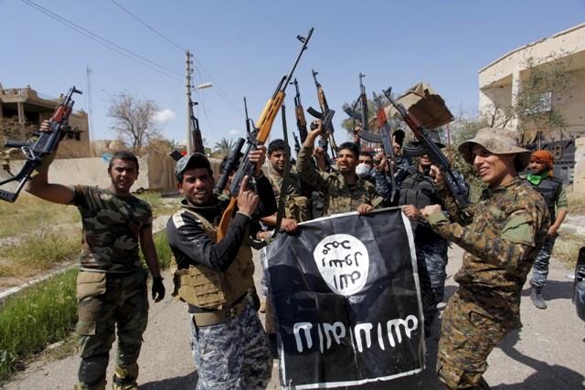 Terroristas do Estado Islâmico. Eles têm um help desk para instruções de como se proteger na internet (Foto: Divulgação)