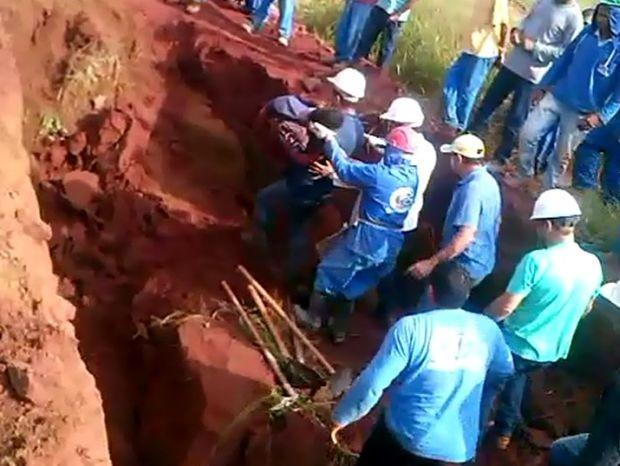 Funcionários foram socorridos pelos colegas (Foto: Cláudio César Pires / Arquivo pessoal)