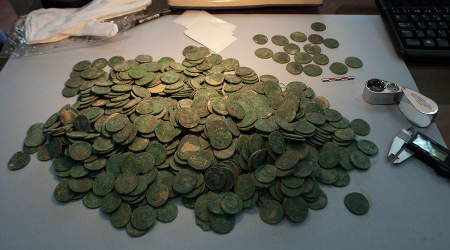 Coleção de moedas foi encaminhada ao Museu de Arqueologia de Sevilha (Foto: Reprodução)