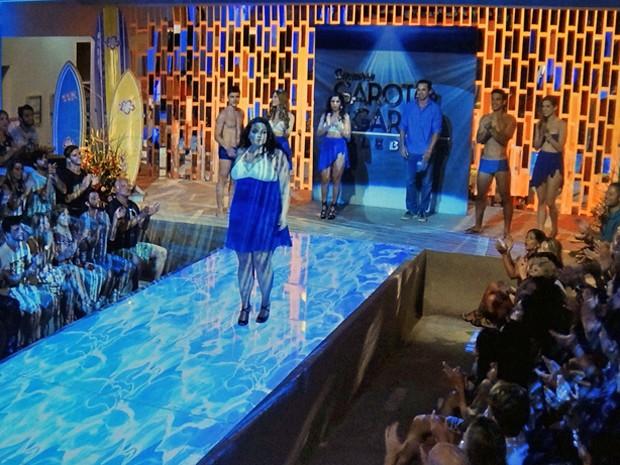 Bia é ovacionada pelo público após anúncio do seu nome como finalista (Foto: TV Globo)