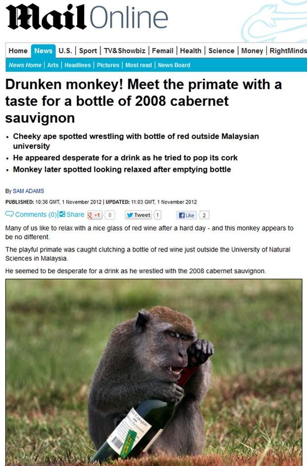 Animal ficou fascinado com garrafa e tentou abri-la a todo custo (Foto: Reprodução/Daily Mail)