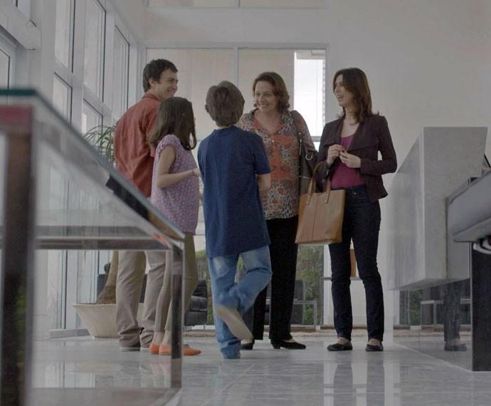 A família nem imagina que Luís não pagou todos os custos do apê (Foto: TV Globo)