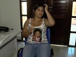 Mãe de Yasmin Rodrigues chora ao falar da filha (Foto: Reprodução/TV Gazeta)
