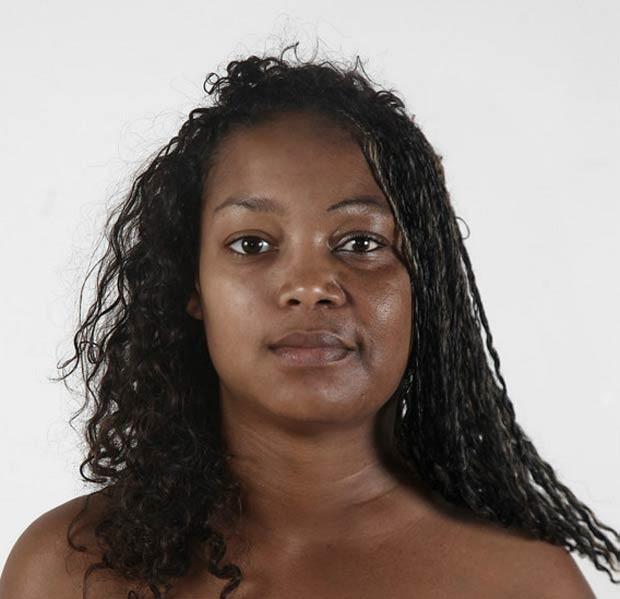 Foram necessários tempo e paciência para criar os retratos. E também o uso do Photoshop. Na foto acima, Marie-Pier, de 18 anos, com a mãe, N'sira, de 49 (Foto: Ulric Collette)