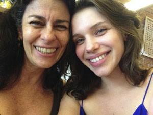 A atriz com a professora de canto Agnes Moço (Foto: Acervo pessoal)