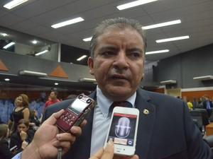 Deputado da oposição Brito Bezerra (PP) irá apoiar a nova gestão (Foto: Emily Costa/G1)