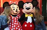 Angélica e Claudia Leitte se divertem na Disney