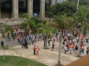 Garis chegam à Prefeitura do Rio (Foto: Janaína Carvalho/G1)