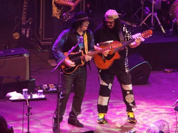 Pepeu e Moraes, durante o show deste domingo (Foto: Manu Dias/GOVBA)
