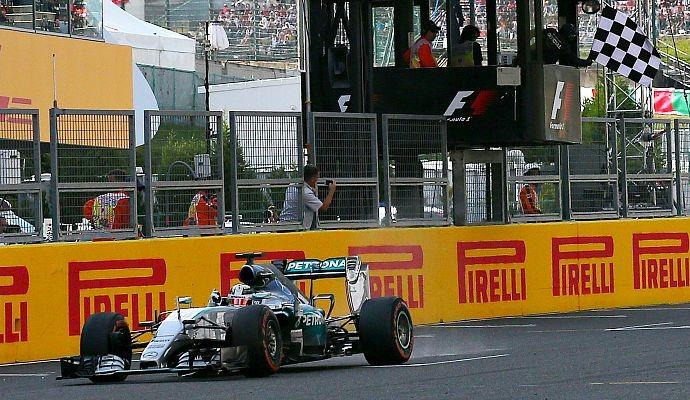 Lewis Hamilton, da Mercedes, vence GP do Japão de Fórmula 1 2015 (Foto: Reuters)