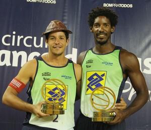 Álvaro e Thiago campeões do Super Praia B em Salvador (Foto: Paulo Franck/CBV)