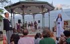 Grupos de poesia e música agitam a Fliporto (Luna Markman / G1)
