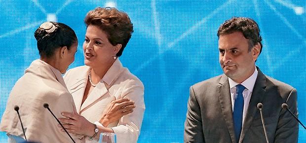 PRIMEIRO ROUND Marina, Dilma  e Aécio pouco antes do debate  de terça-feira. Tucanos e petistas afiam  os golpes contra a líder nas simulações  de segundo turno (Foto: Paulo Whitaker / Reuters)