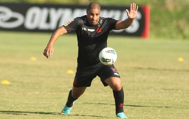 Adriano treino Flamengo (Foto: Bernardo Monteiro / VIPCOMM)