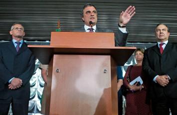 PLURALISMO José Mariano Beltrame, José Eduardo Cardozo e Fernando Grella. Eles representam uma união entre três partidos  (Foto: Ed Ferreira/Estadão Conteúdo)