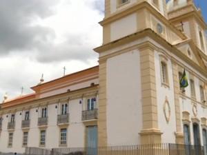 Catedral Nossa Senhora da Glória, em Valença (Foto: Reprodução/TV Rio Sul)