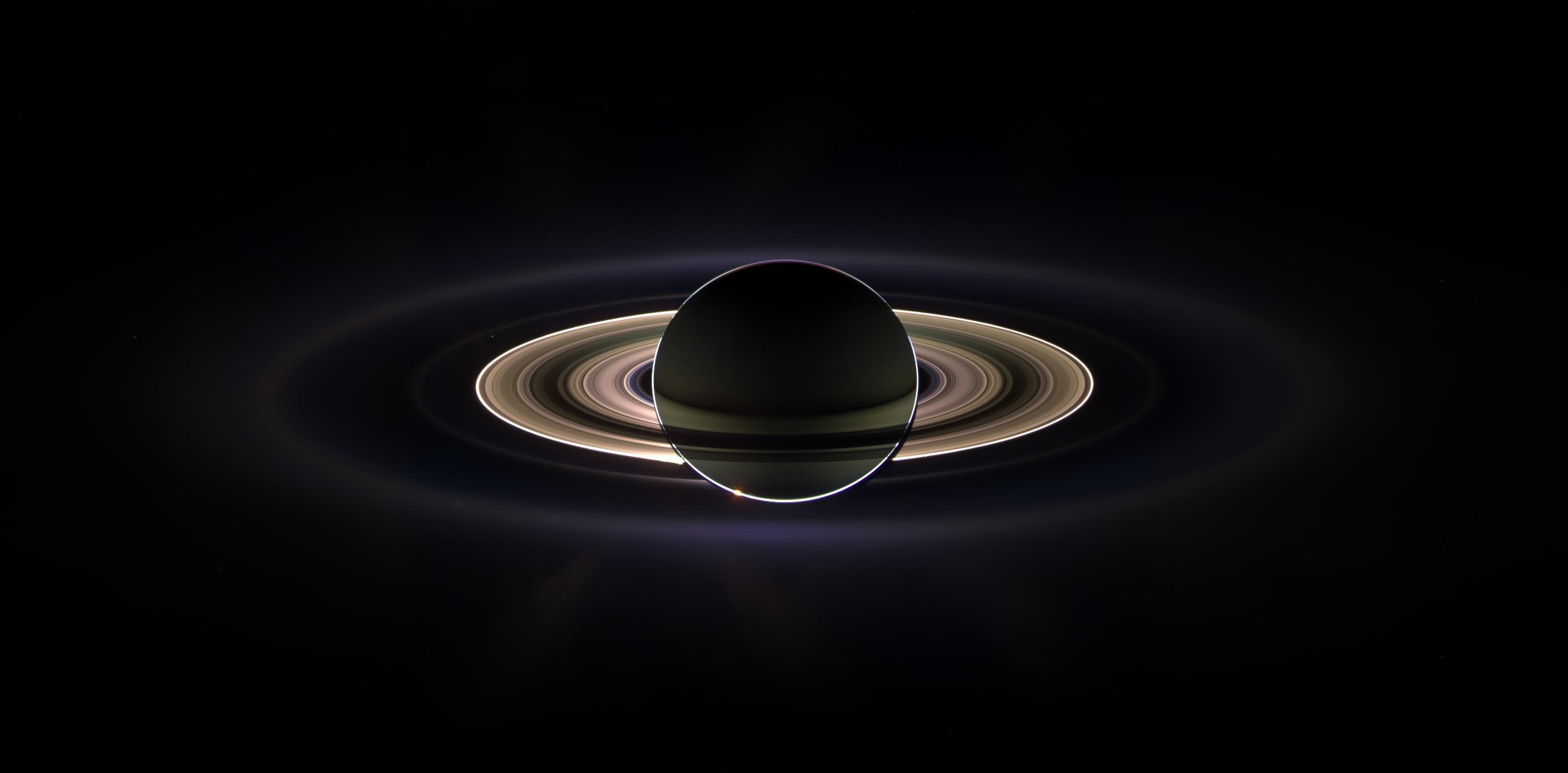 Saturno no contra-luz