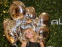 Carolina Dieckmann vai a evento de moda usando vestido curtinho