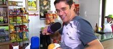 Marcão faz encomenda do famoso 'Bolovo' (Reprodução/TVTEM)