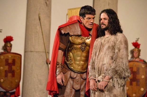 Carlos Machado (Pilatos) e José BArbosa (Jesus) (Foto: Felipe Souto Maior / AgNews)