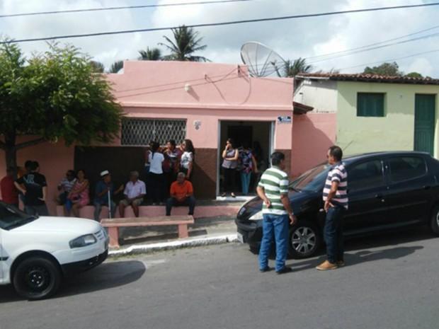 Criminosos assaltaram família durante velório em São José de Mipibu (Foto: Tarcísio Olinto)
