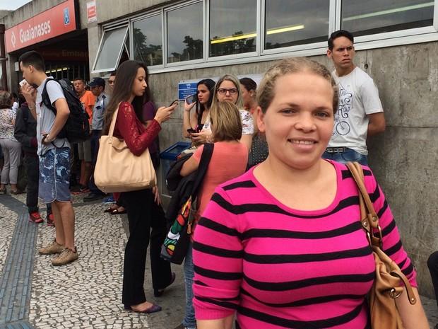 Diarista Rosângela Alves de Lima Costa chegou na estação Guaianases da CPTM as 6h15 e foi informada da suspeita de bomba (Foto: Tatiana Santiago/G1)