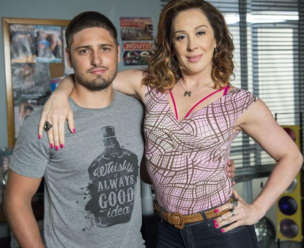 Cláudia em cena como Salete e seu par romântico Gustavo  (Foto: Stevam Avellar/ TV Globo)