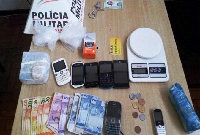 Droga estava dentro de um bolsa (Foto: Divulgação / Polícia Militar)