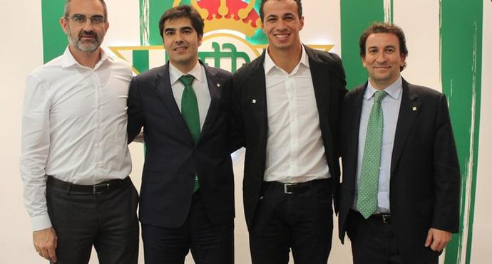 Leandro Damião é anunciado no Betis (Foto: Divulgação / Betis)