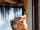 Amanda Pinheiro, de 'Flor do Caribe', posa sensual para catálogo de moda